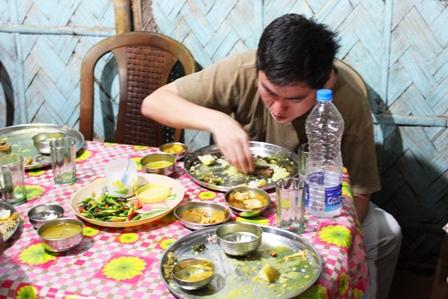 アッサム料理手で食べる