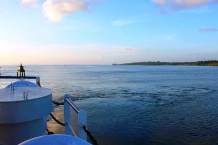 ベンガル湾を航海する