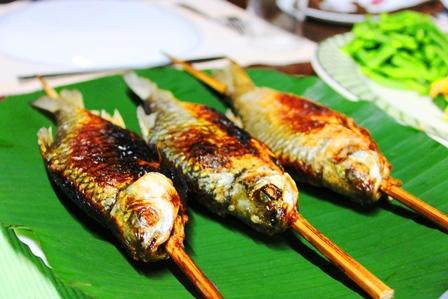 アディ族の焼き魚
