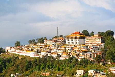 北東インド 観光:早朝のタワン僧院