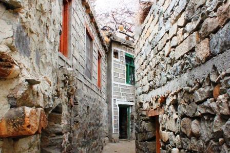 トゥルトゥク村の路地