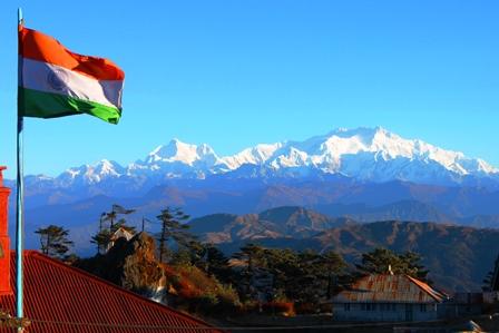 北東インド:サンダクプーから眺めるカンチェンジュンガ山