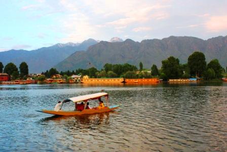 スリナガルのナギーン湖
